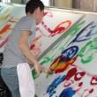 パゴン亀田富染工場で手描き友禅作業する衣笠泰介